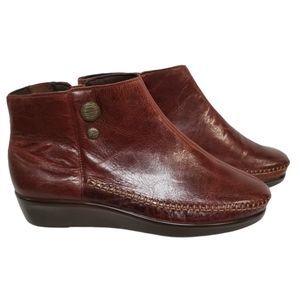 SAS Jade Leather Bootie in Walnut 9.5